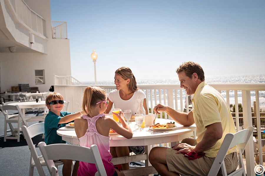Oceanfront Family Dining