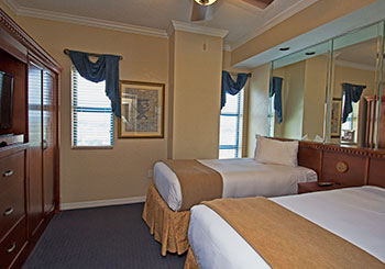 Suite Room with Two Twin Beds